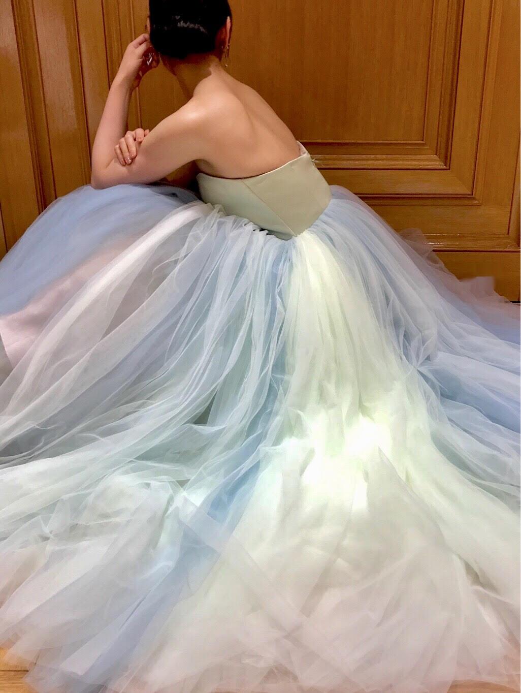 ザトリートドレッシング京都店が取り扱うスカートのグラデーションが美しいドレス