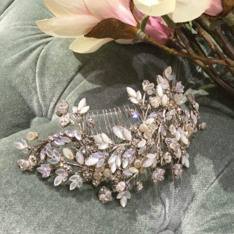 モニークルイリエのウエディングドレスに合うアクセサリー