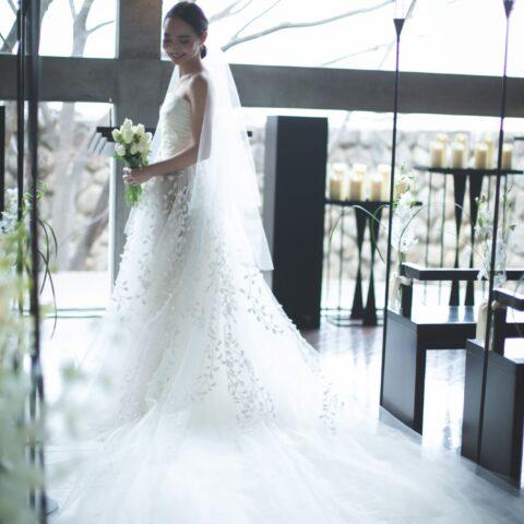 ヒルサイド神戸でお式をあげられた花嫁様はトリートドレッシングのセレクトするオスカーデラレンタのAラインのウエディングドレスをお召になりました。