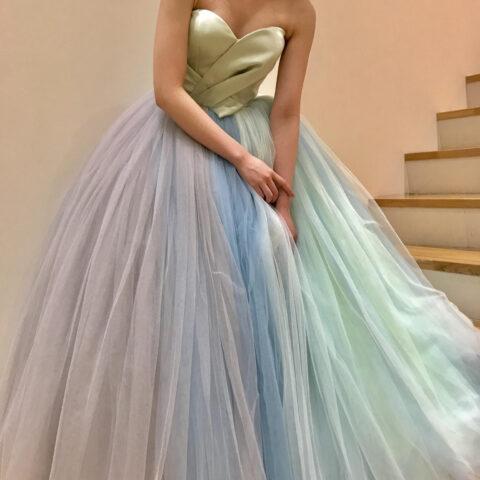 ライトグリーンのカラードレス