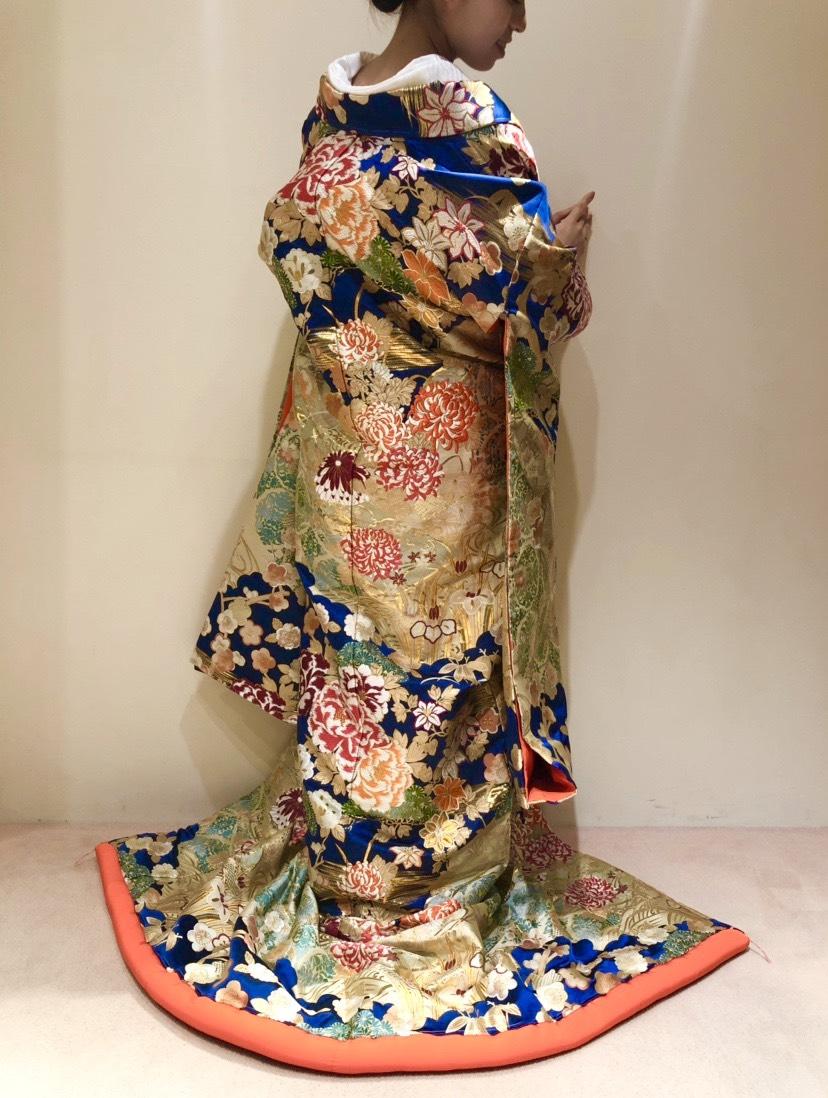 トリートドレッシング京都店の華やかな柄行の紺の色打掛