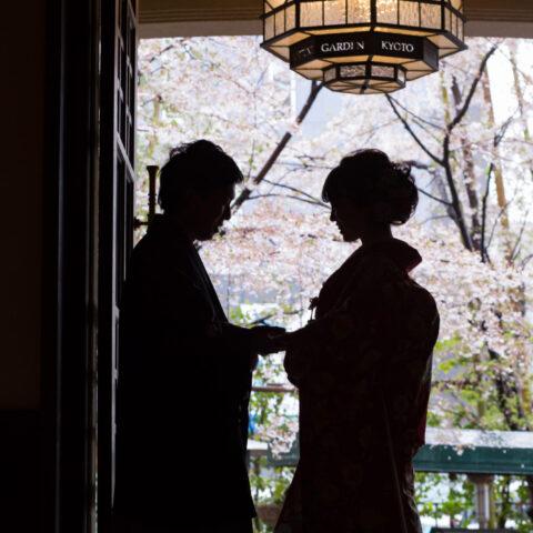 桜の綺麗な時期に和モダンなフォーチュンガーデン京都にて前撮り撮影