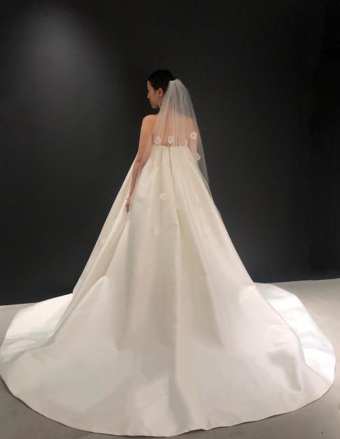 刺繍ベールウエディングドレス