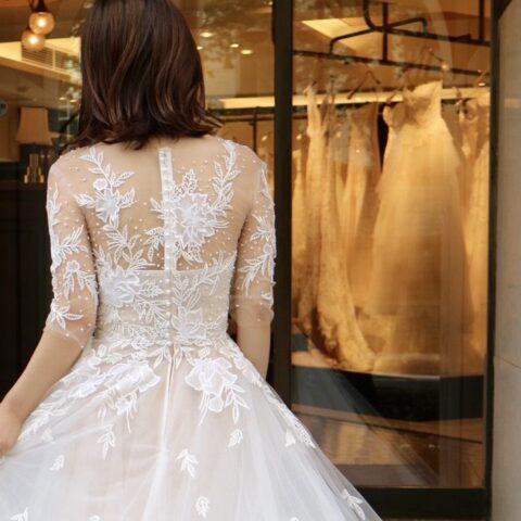 神戸の街並みにぴったりのクラシカルで上品なリームアクラのウェディングドレス
