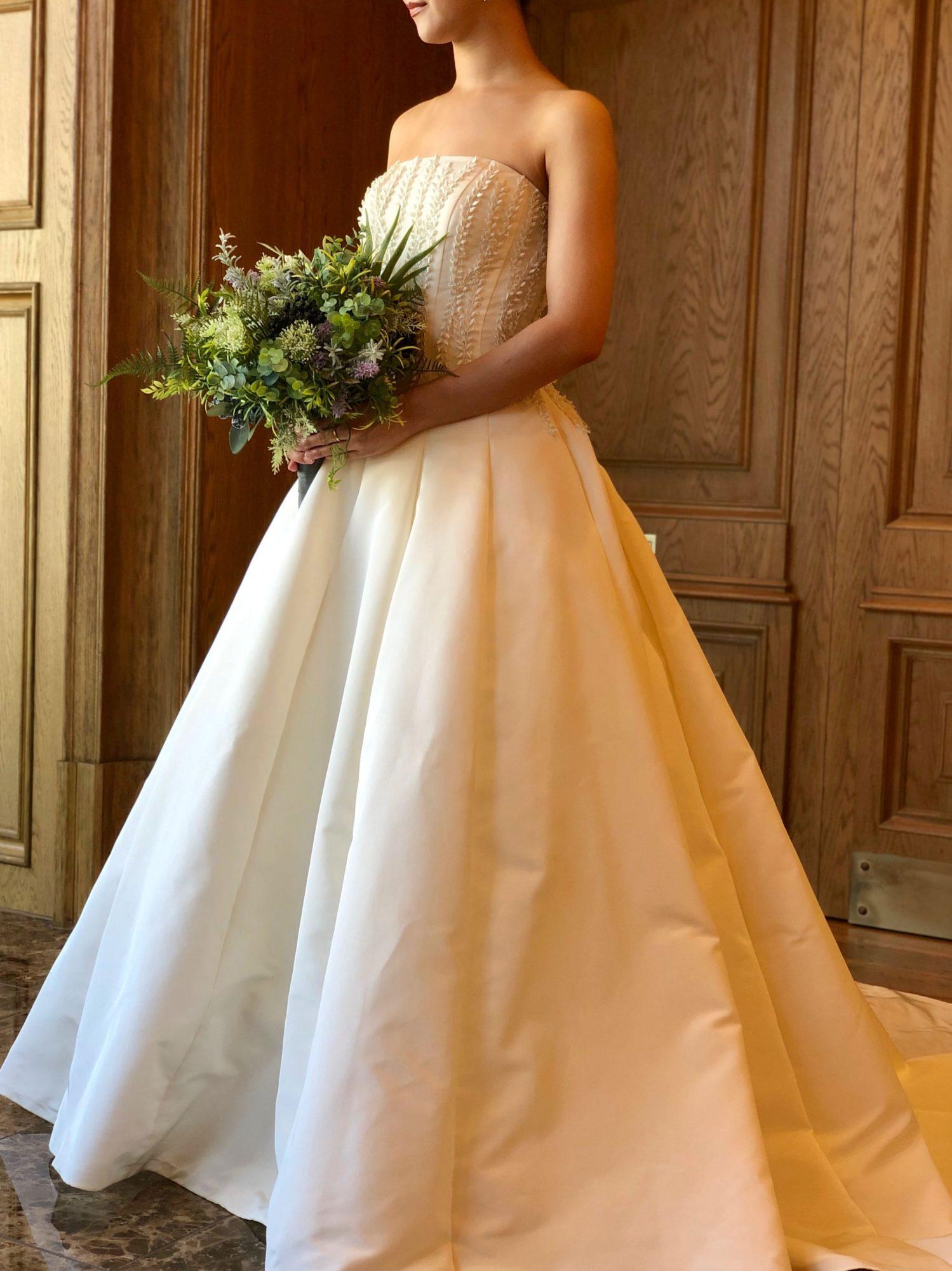 ザトリートドレッシングの人気のブランドのアムサーラの新作ウエディングドレス