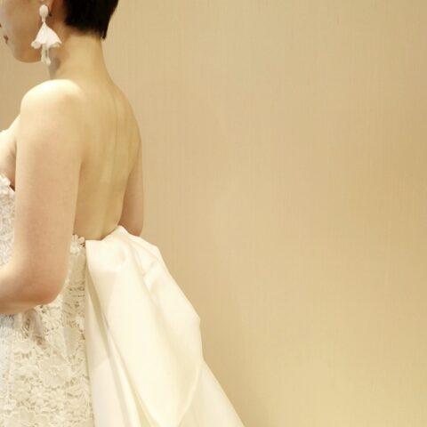 ギュピールレースが美しいレラローズのマーメイドラインのウエディングドレス