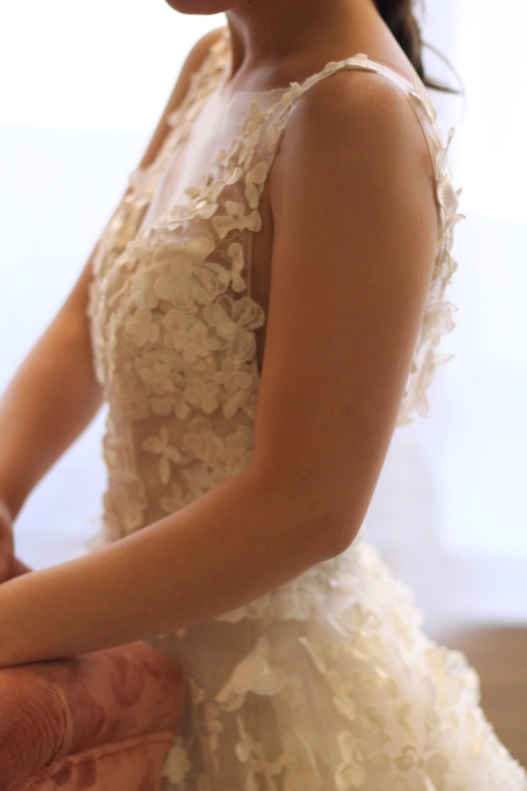 東京の結婚式場赤坂プリンスクラシックハウスやパレスホテル東京で挙式の方におすすめのフェミニンでナチュラルなウェディングドレス