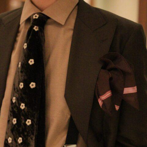 PITTI(ピッティ)で買付した新郎のオシャレコーディネート。新郎お色直しタキシードにPITTI(ピッティ)メンズトレンドを加えた結婚式の新郎衣裳