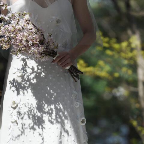THE NANZAN HOUSE (ザ ナンザン ハウス)いてザトリートドレッシングのデルポソのウエディングドレスをお召しになった花嫁様