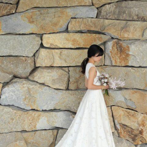 トリートドレッシングがおすすめするフラワーモチーフが素敵なAラインのウェディングドレス
