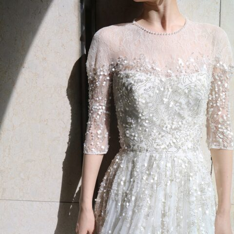 吉川愛さんがお召しになられた、ビジューが美しいジェニーパッカムのウエディングドレス
