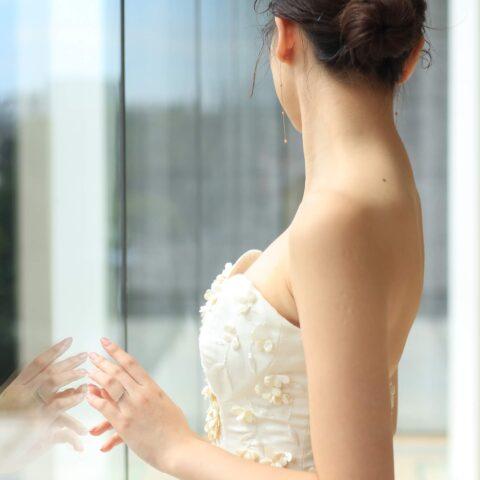 パレスホテル東京のチャペルに映えるお洒落なウエディングドレス