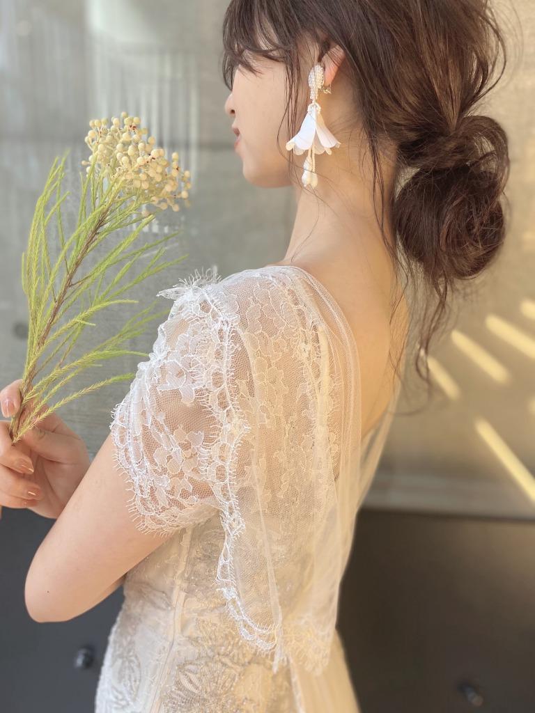 お色直しや二次会におすすめのオスカーデラレンタの花モチーフのタッセルイヤリング