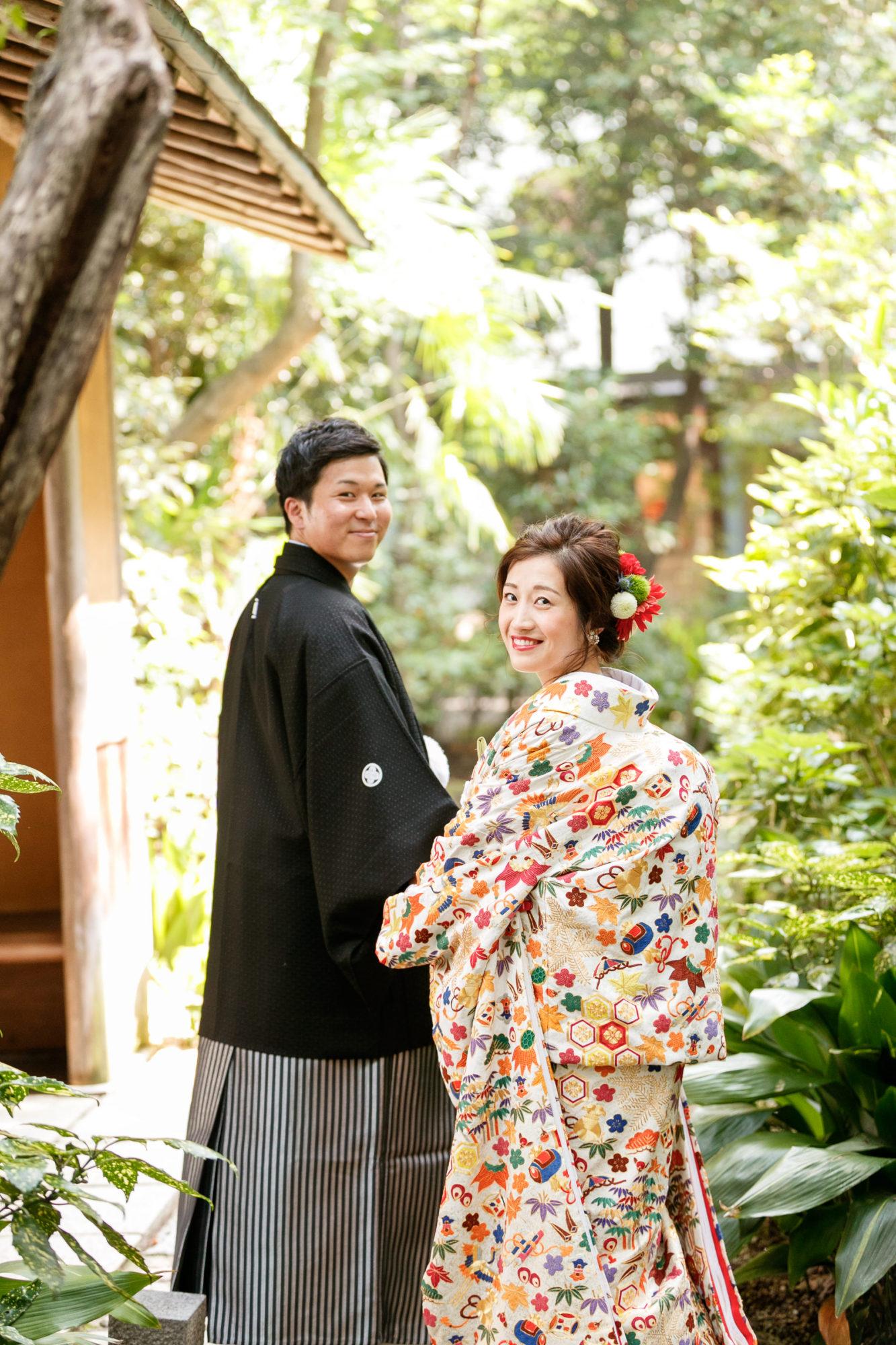 刺繍が美しい色打掛で前撮りをされた新婦様