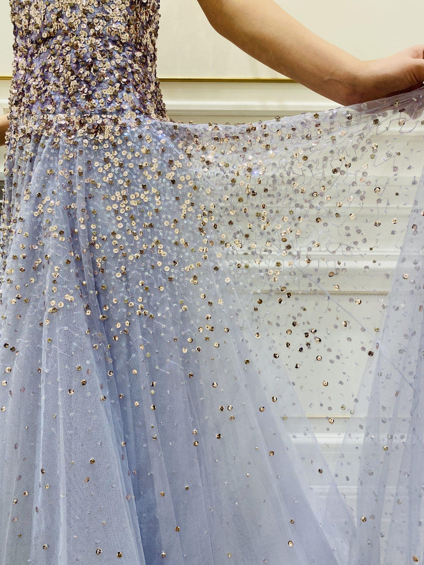 トレンドのビジューのカラードレス