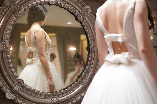 THE TREAT DRESSING バックスタイルが素敵なウエディングドレス