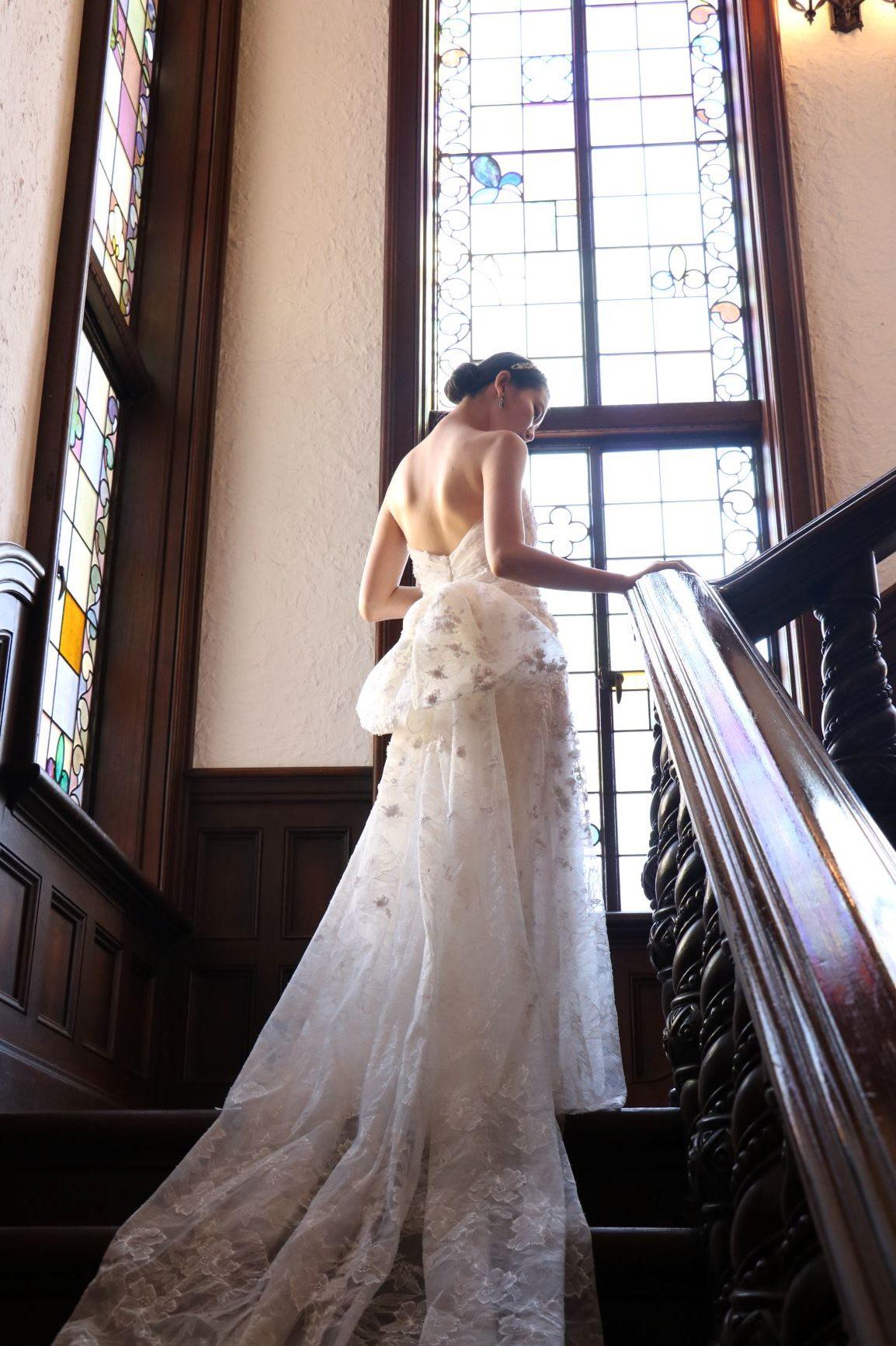 赤坂プリンスクラシックハウスでお召しいただくのに相応しいクラシックな総レースのドレス
