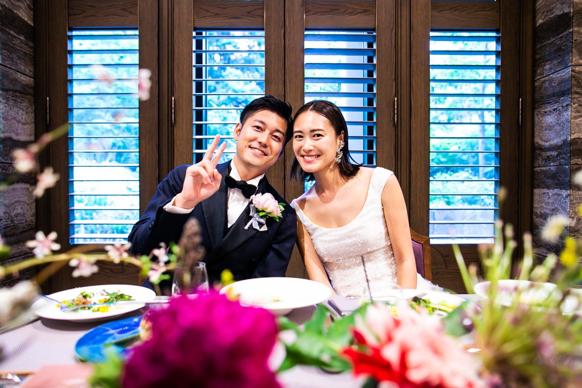結婚式にぴったりなリームアクラの華やかなドレス