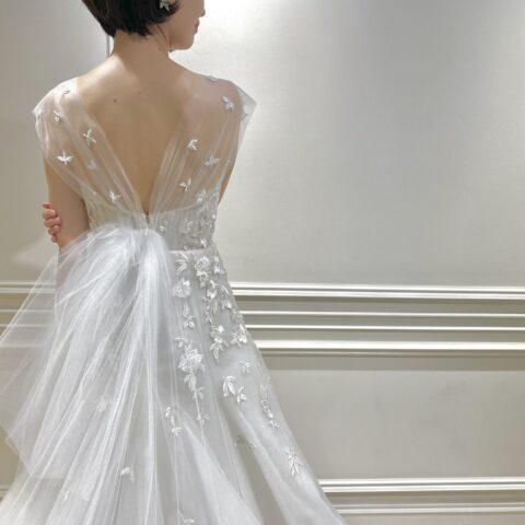 フォーチュンガーデン京都でお式を挙げられる花嫁様におススメのバックスタイルがリボンになっているデザイン性のあるウェディングドレス