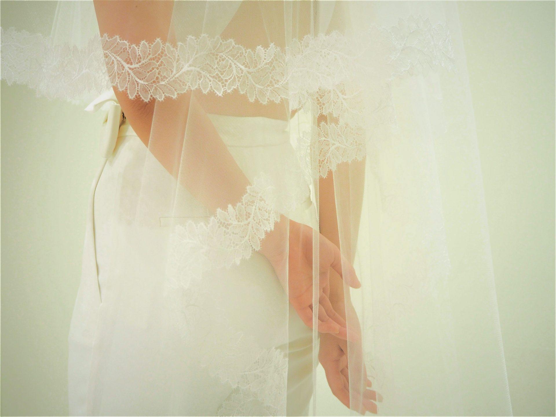 透明感のある繊細なレースベールは、暖かい春の結婚式にオススメのアイテムです