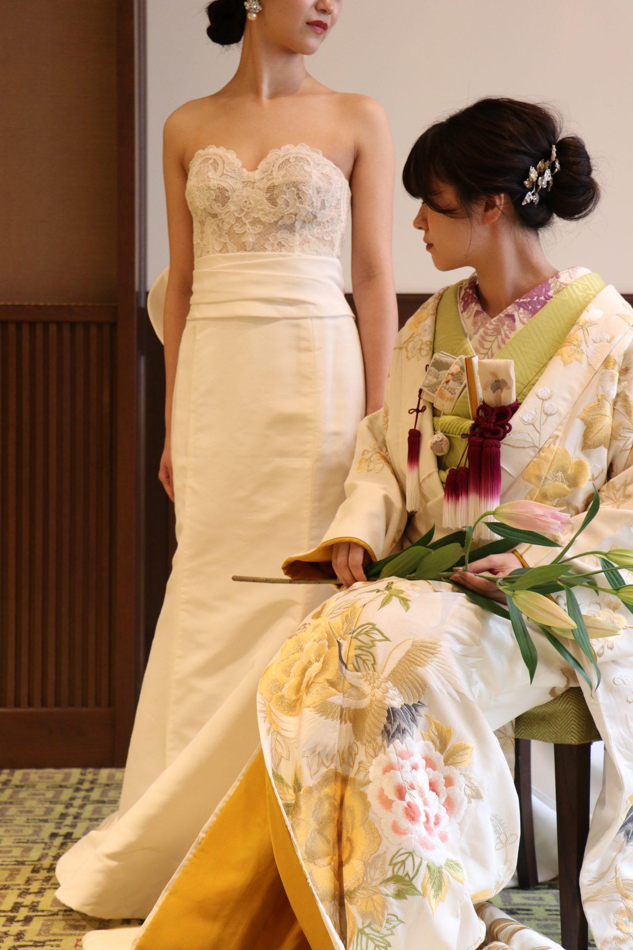 ウェディングドレスとお色直し色打掛のコーディネート