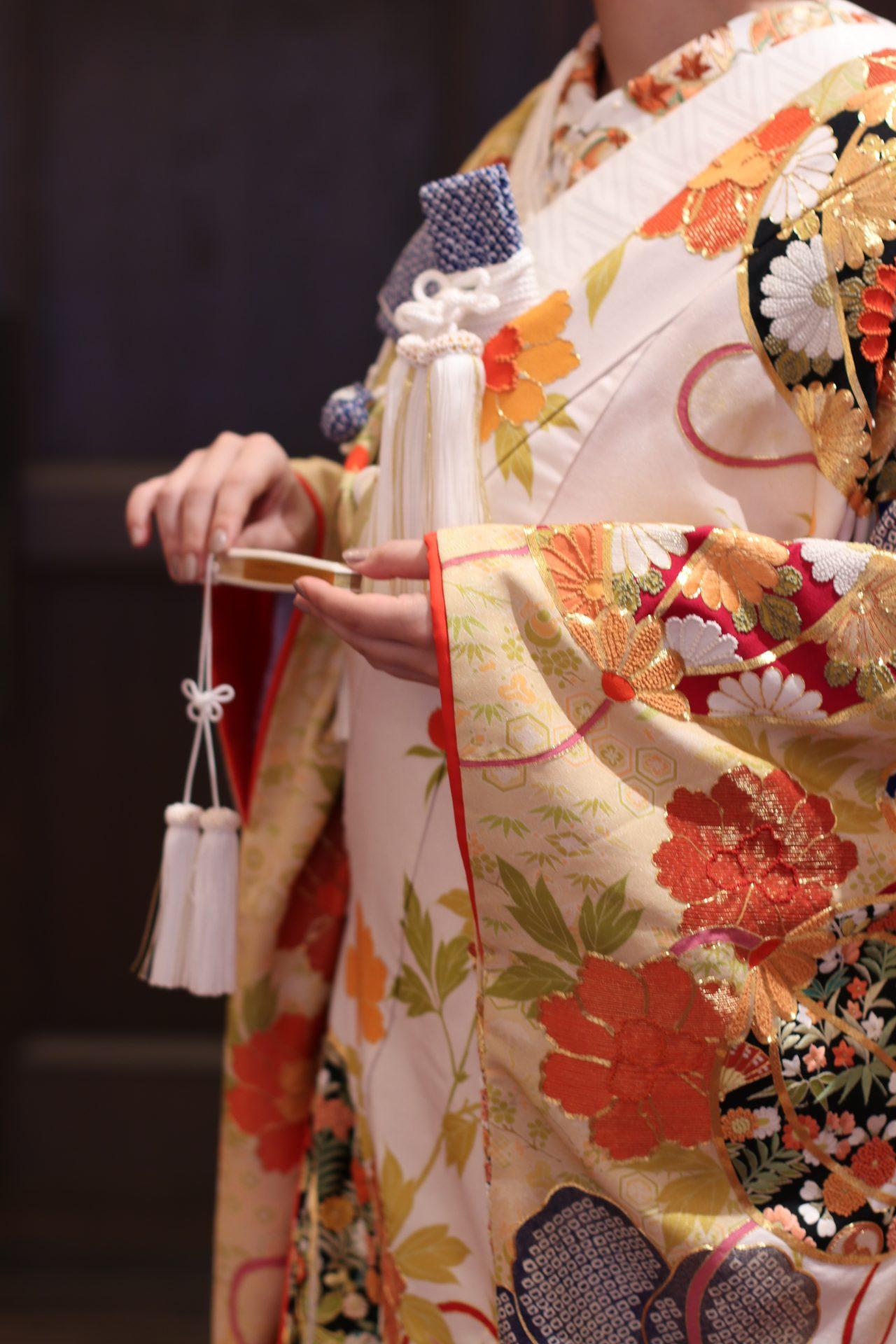 ザコンダーハウスにて淡い色味の和装のコーディネートの紹介