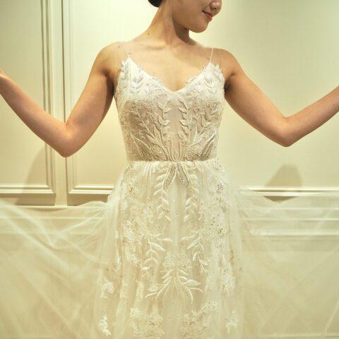 宝石を身にまとったように輝く神秘的でエレガントなウェディングドレスがザトリートドレッシングに入荷しました