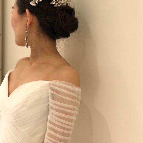 花嫁様から大人気のトレンドのブランドジェニーパッカムのウェディングドレスに華やかさをプラス出来る小物コーディネート紹介