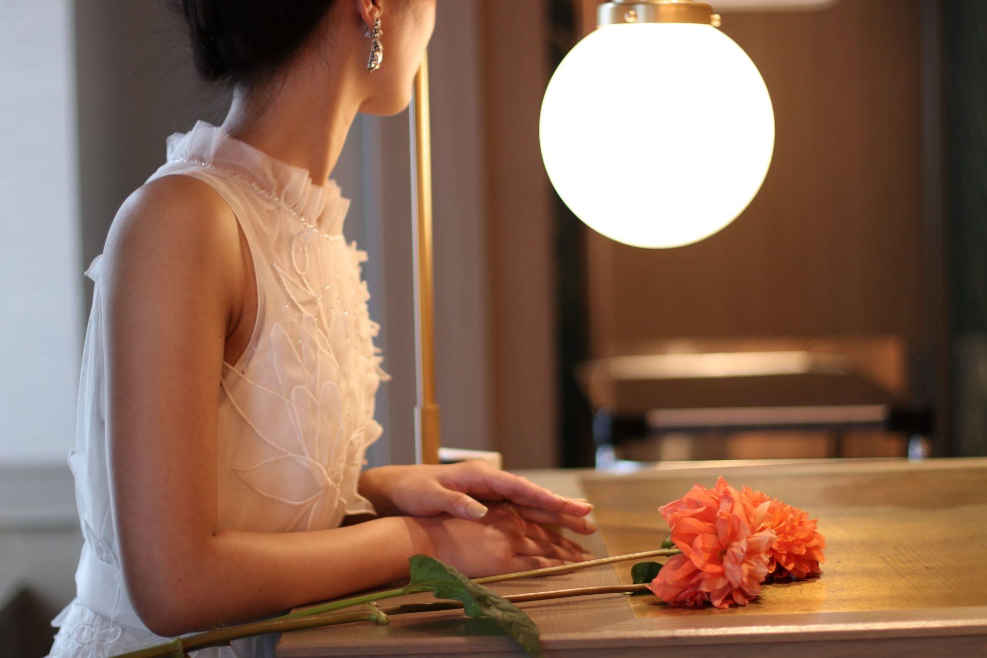ザコンダーハウスにおすすめのシンプルなスレンダーラインのウエディングドレス