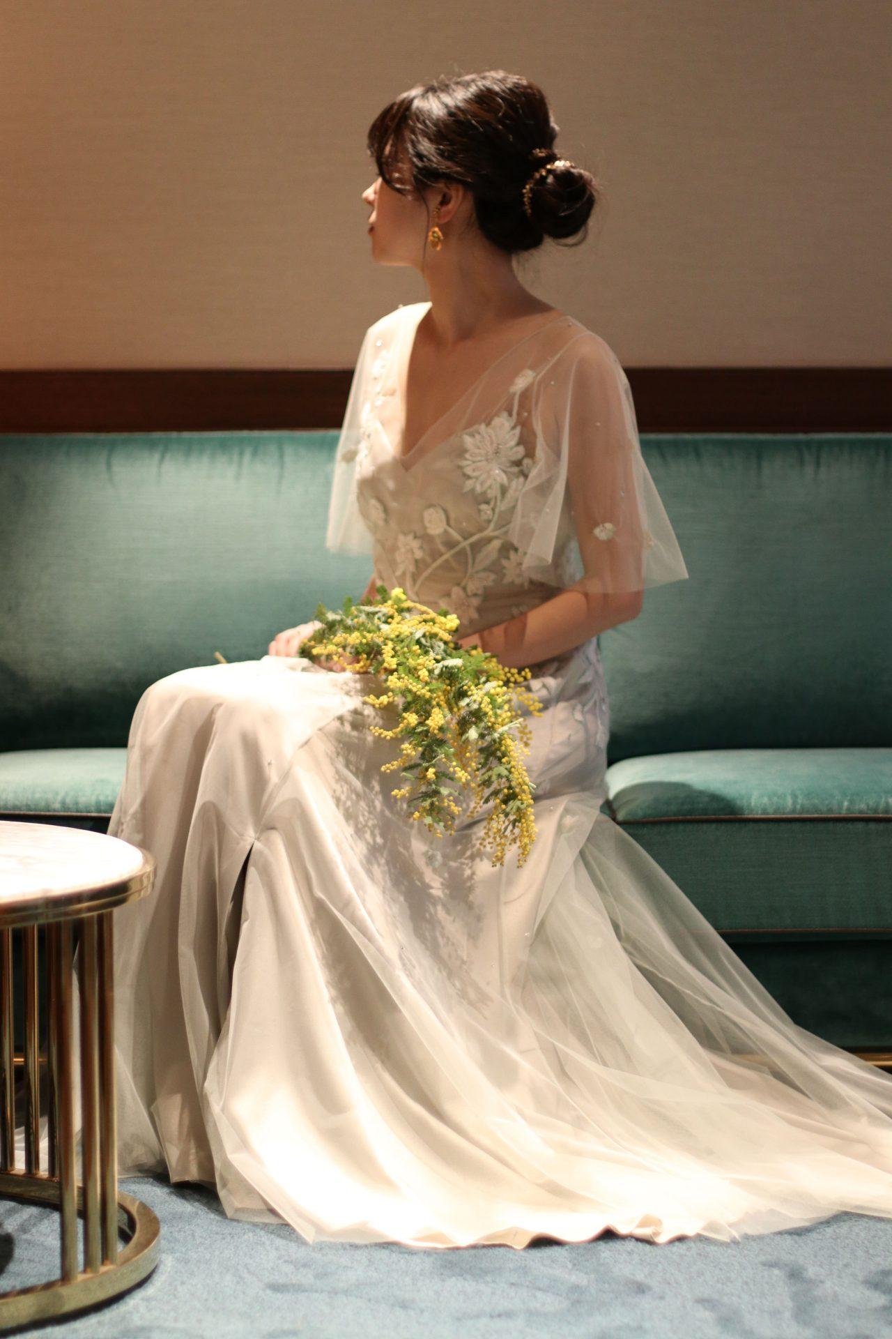 春の結婚式におすすめのスモーキーな色味のスレンダーのカラードレス