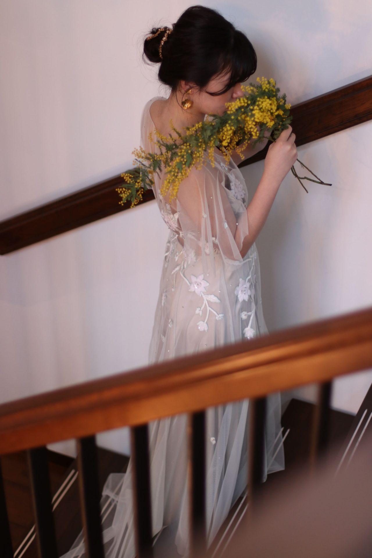 アレクサンドラグレッコのスモーキーなカラードレス