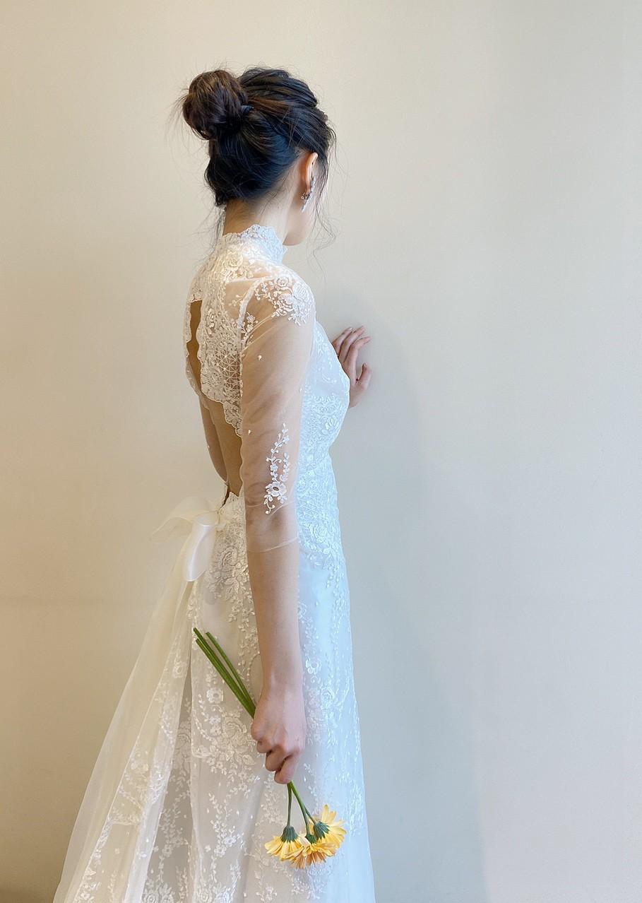 ザトリートドレッシングでしか出会うことの出来ないエリザベスフィルモアのハイネックのクラシカルなウエディングドレス