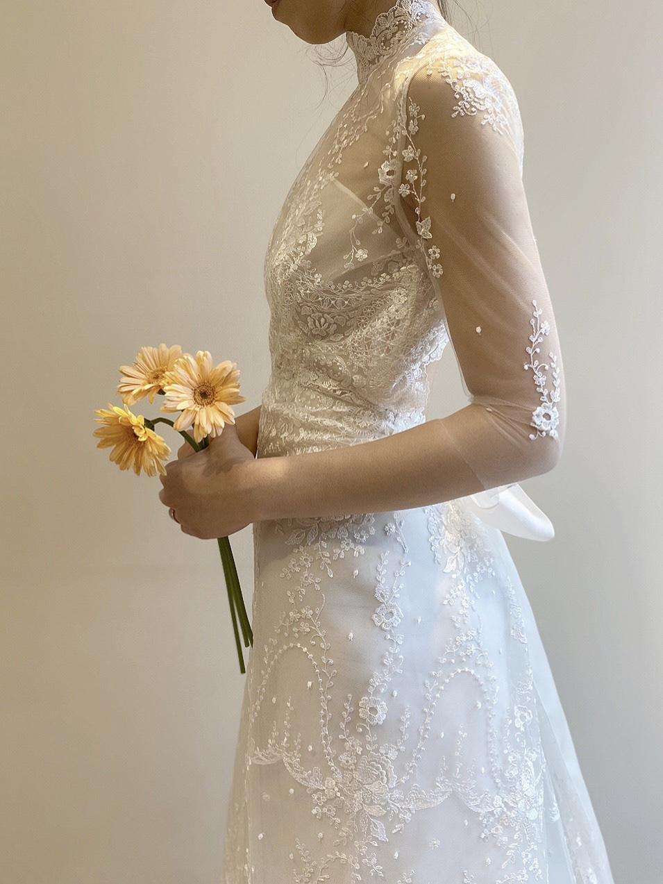 人と違ったドレスを希望の花嫁様にぴったりの繊細なレースと刺繍が美しいおしゃれなウエディングドレス