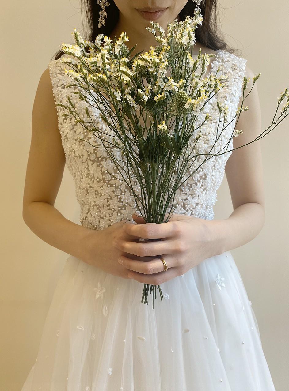 ザトリートドレッシング京都店で取り扱う透明感のあるチュールと可愛い刺繍が印象的なリームアクラのドレス
