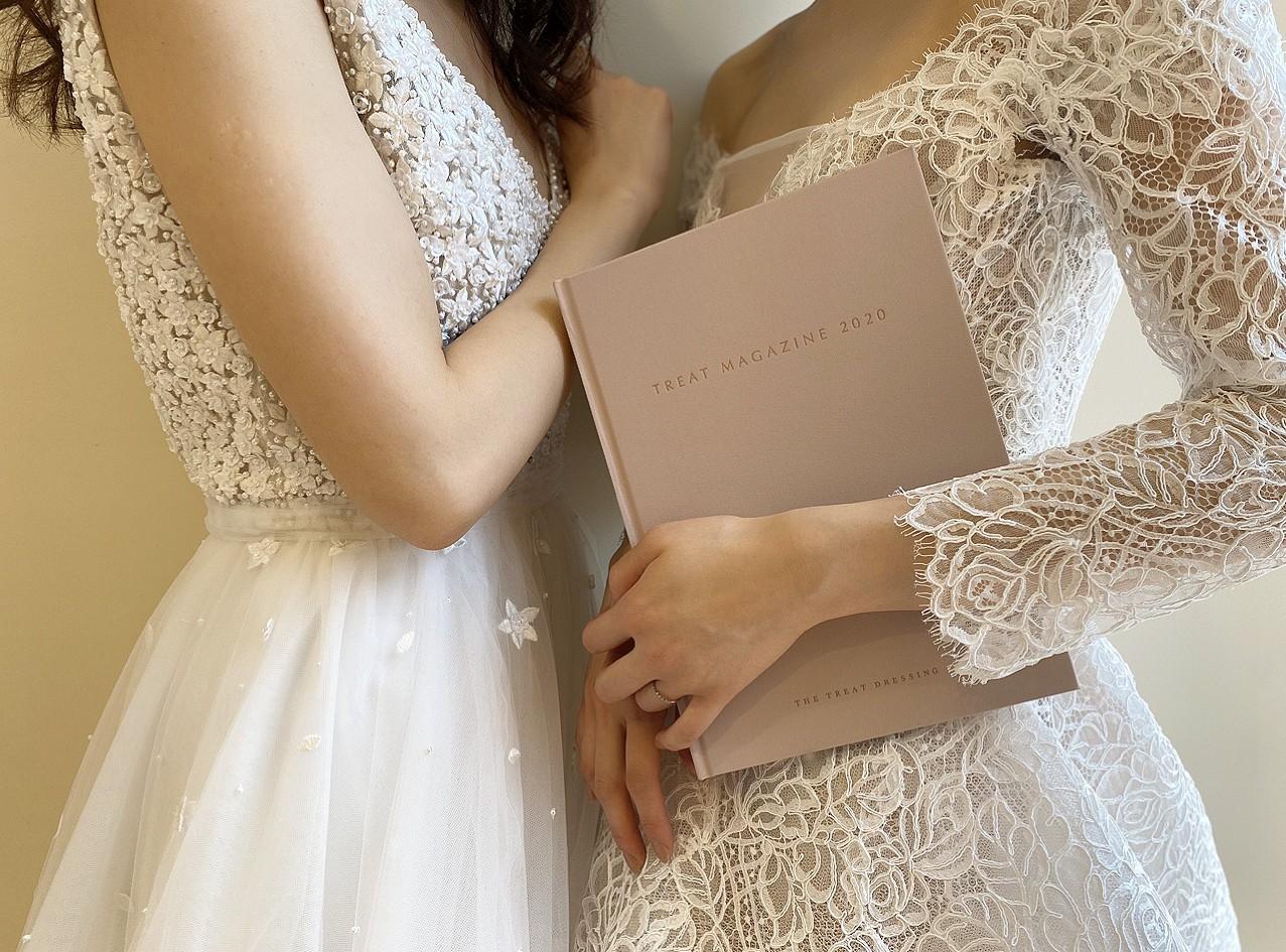 ザトリートドレッシングにてお取り扱いをしている刺繍が美しいリームアクラのVネックのドレスとレースが美しいモニークルイリエの長袖のドレス