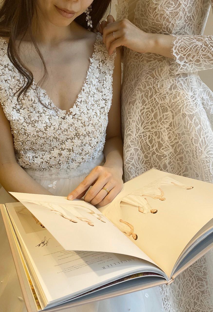 インポートドレスを取り扱うザトリートドレッシングのマガジンに掲載しているウエディングドレスのご紹介