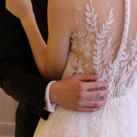 THE TREAT DRESSINGでは花嫁様だけでなく新郎様と並ばれた時のバランスも大切にしながらコーディネートをご提案をさせていただき、お二人らしいパーティーをつくるお手伝いをさせていただきます
