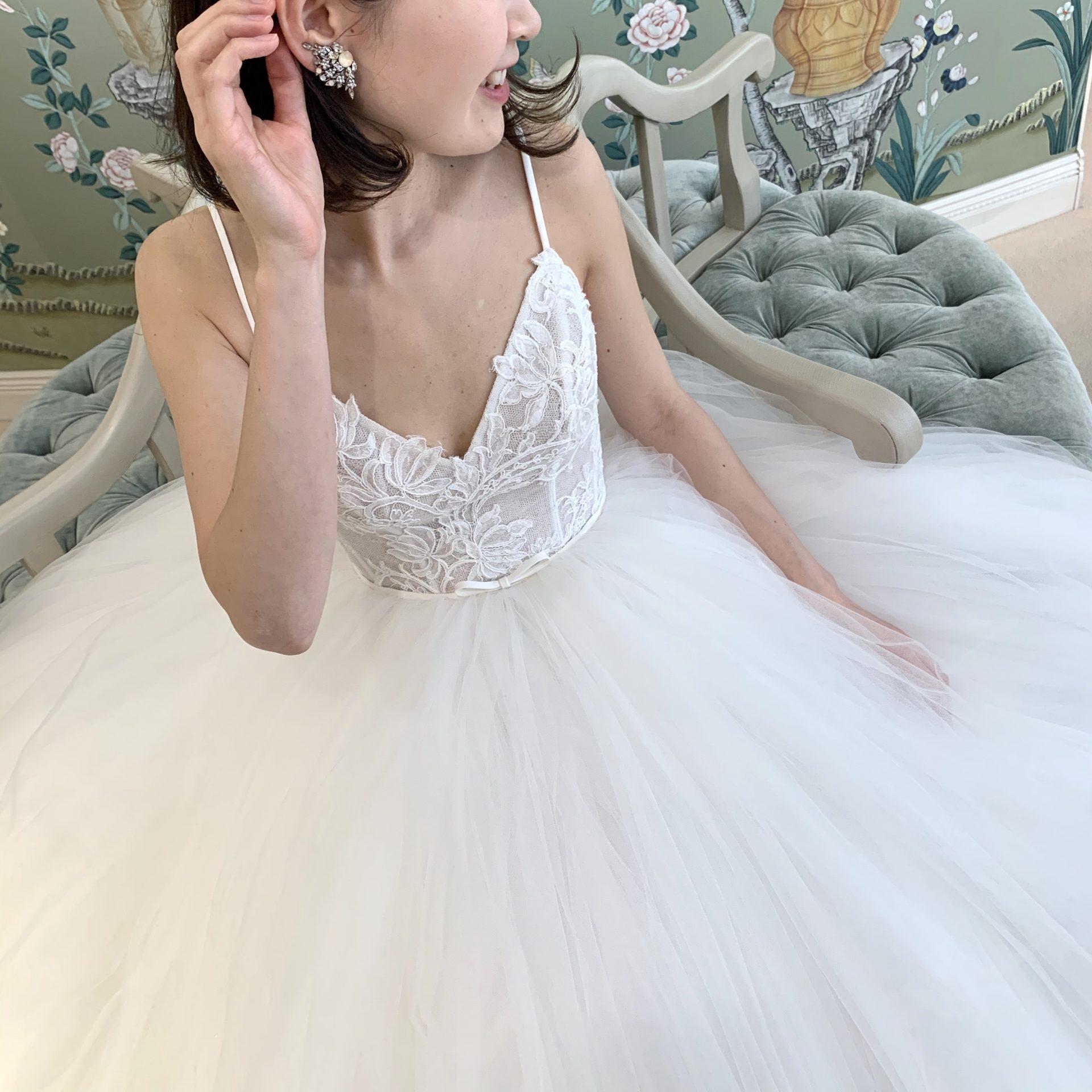 フォーチュンガーデン京都で結婚式を挙げられる花嫁様にご紹介したい透明感あるボリュームのあるウェディングドレス
