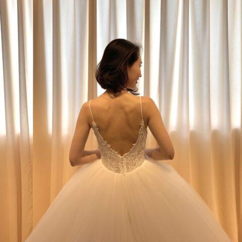 フォーチュンガーデン京都で結婚式を挙げられる花嫁様にご紹介したい上品なショルダー付きのウェディングドレス