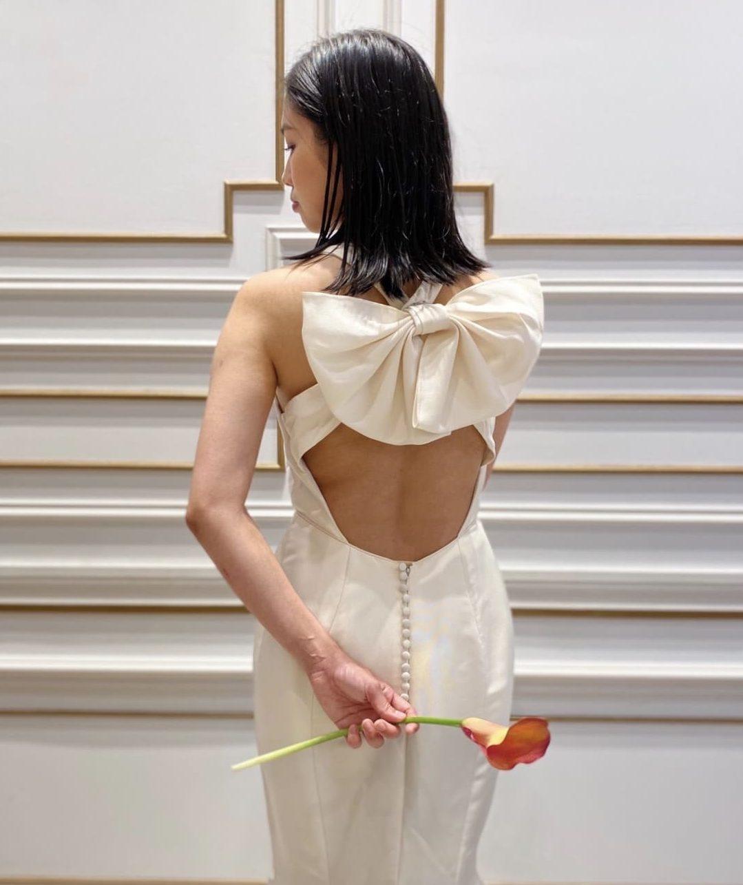 バックリボンが目を引くマルケ―ザのマーメイドラインのウエディングドレス