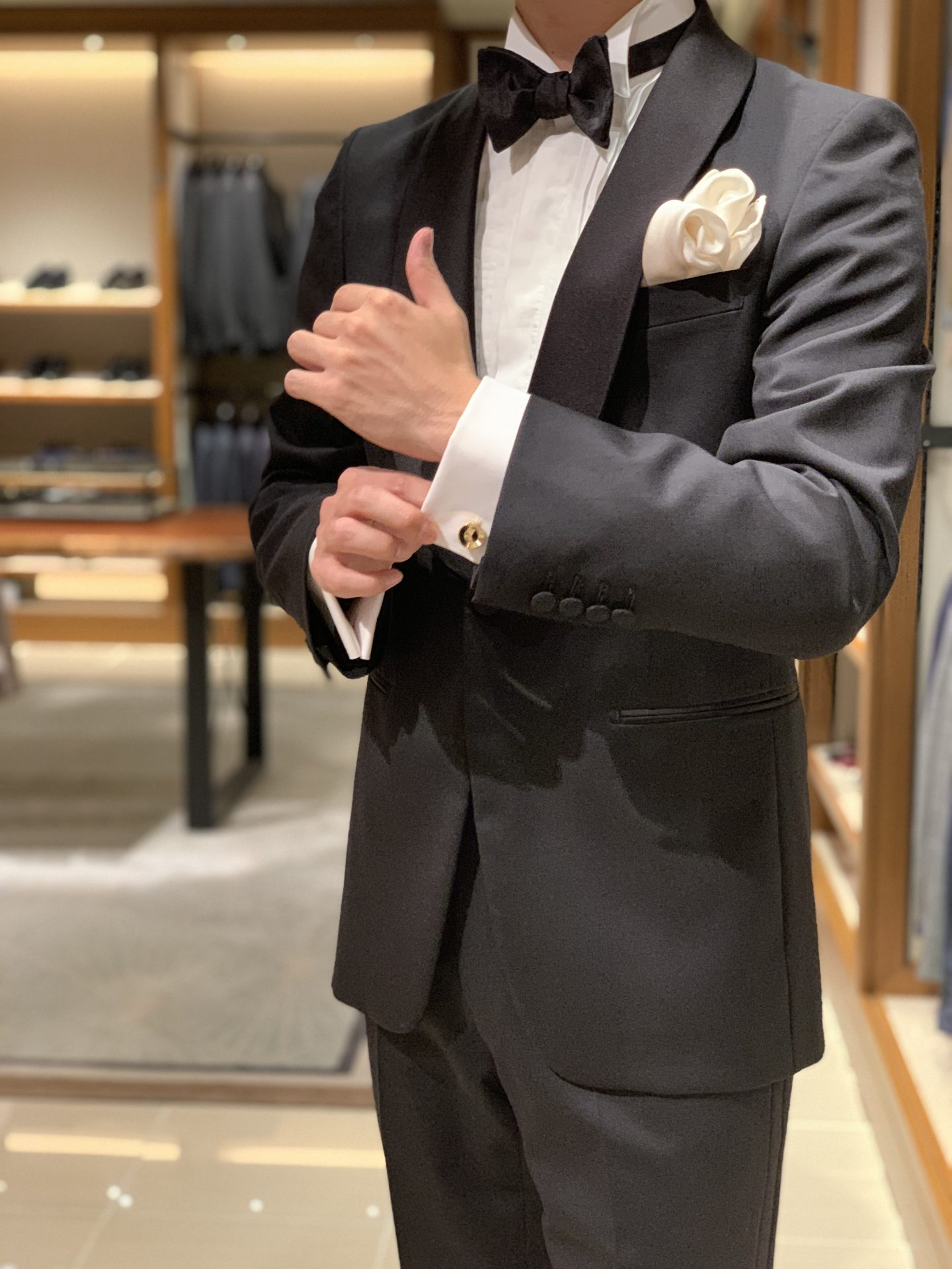 THE TREAT DRESSING大阪店のフォーマルコーディネートで合わせたショールカラーのブラックタキシード