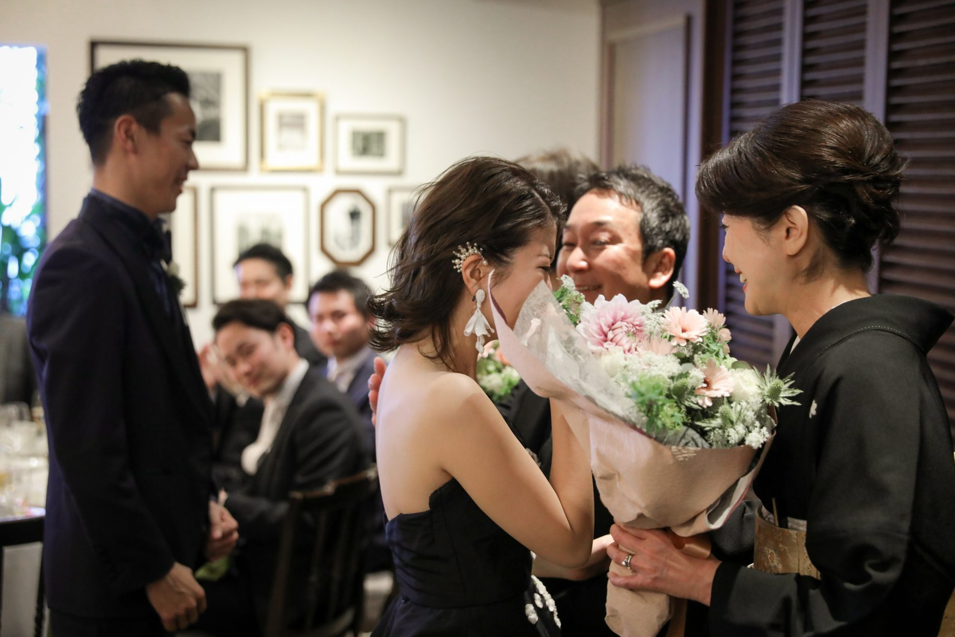 フォーチュンガーデン京都で挙式を挙げられる方にご紹介したいシックなコーディネートの新郎新婦様