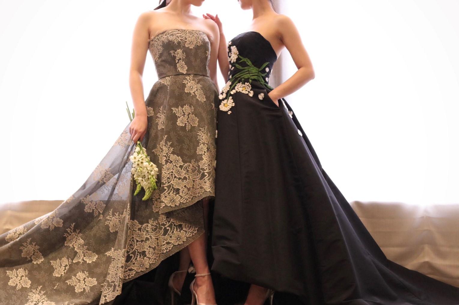 モニーク・ルイリエより届いたブラックのカラードレスは、生地の上品さと重厚感が落ち着いた大人っぽさを演出し、上質なホテルウエディングやロマンティックなナイトウエディングをイメージする花嫁様にも人気があります
