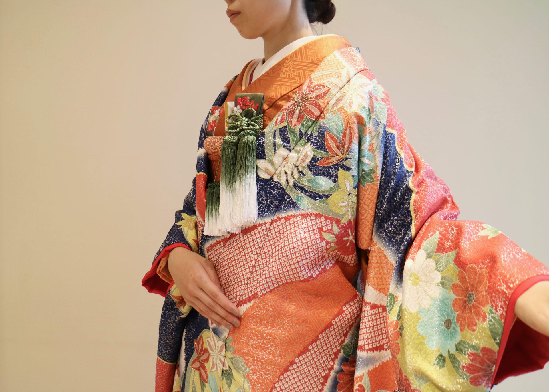 ザ・トリート・ドレッシング京都店にてお取り扱いをしている京都の和モダンな結婚式会場や和婚におすすめの色打掛