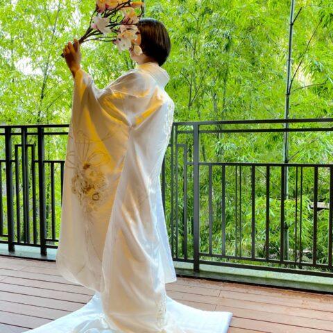 京都エリアでご結婚式をお考えの方へおすすめしたい薬玉のデザインが魅力的でフォーチュンガーデン京都にぴったりな白無垢のコーディネート