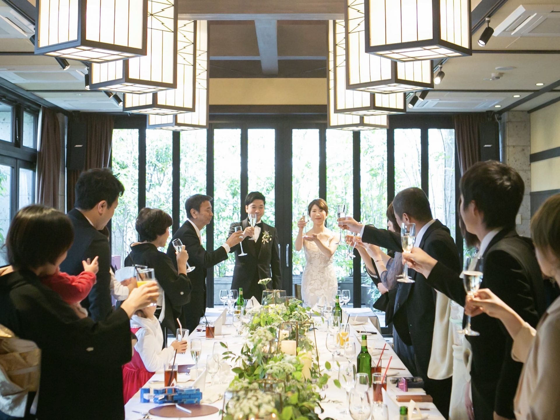 THE TREAT DRESSING名古屋店で人気の家族式や少人数のお式におすすめの柔らかなチュールとレースが美しいモニークルイリエのウエディングドレス