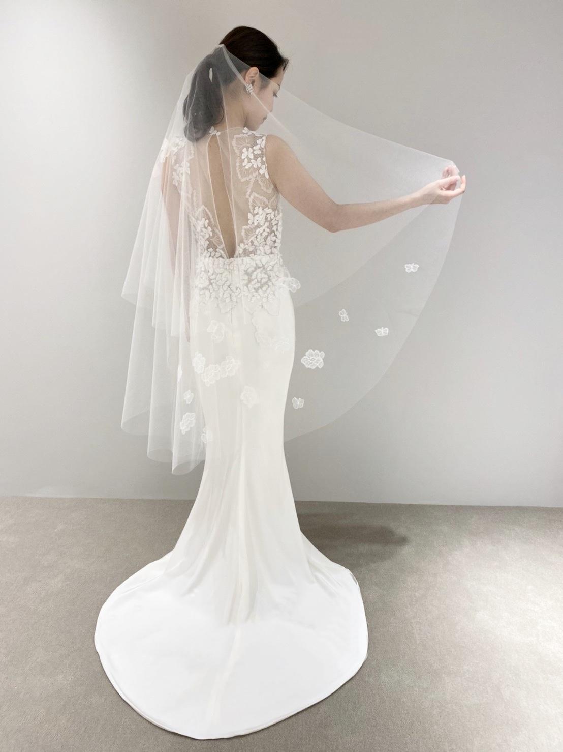 ザ・トリートドレッシング大阪店からザ・ガーデンオリエンタル・大阪に合う透明感溢れる立体的な刺繍が特徴的なソフトマーメイドラインのウェディングドレス