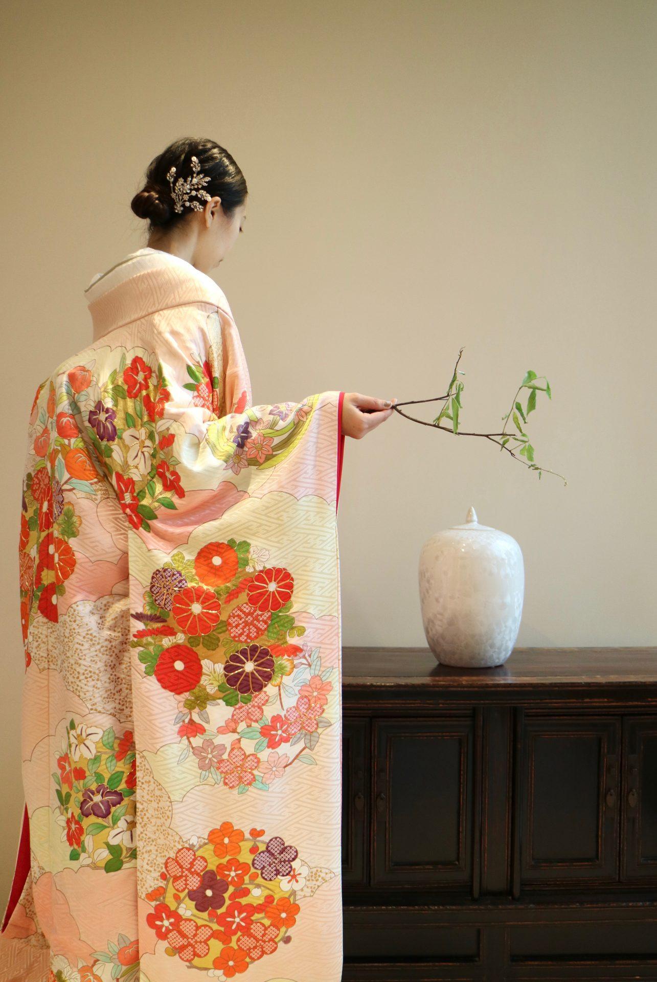 ザ・トリート・ドレッシング京都店にてお取り扱いをしている京都の和婚におすすめの桃色の色打掛