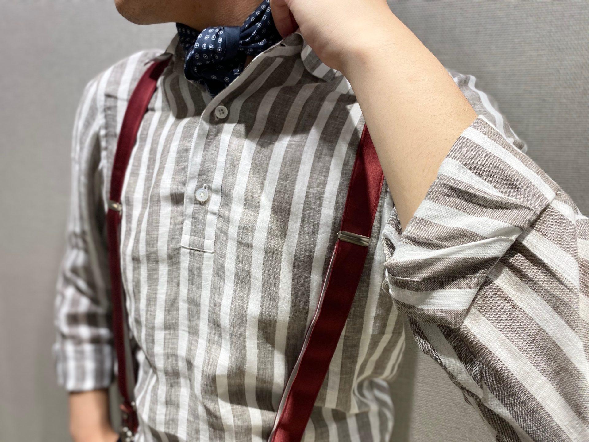フォーチュンガーデン京都でお式を挙げられる方におすすめしたいERRICO FORMICOLA(エリコ フォルミコラ)のブラウンのストライプシャツにブラックのシルクストールを合わせた大人なコーディネート