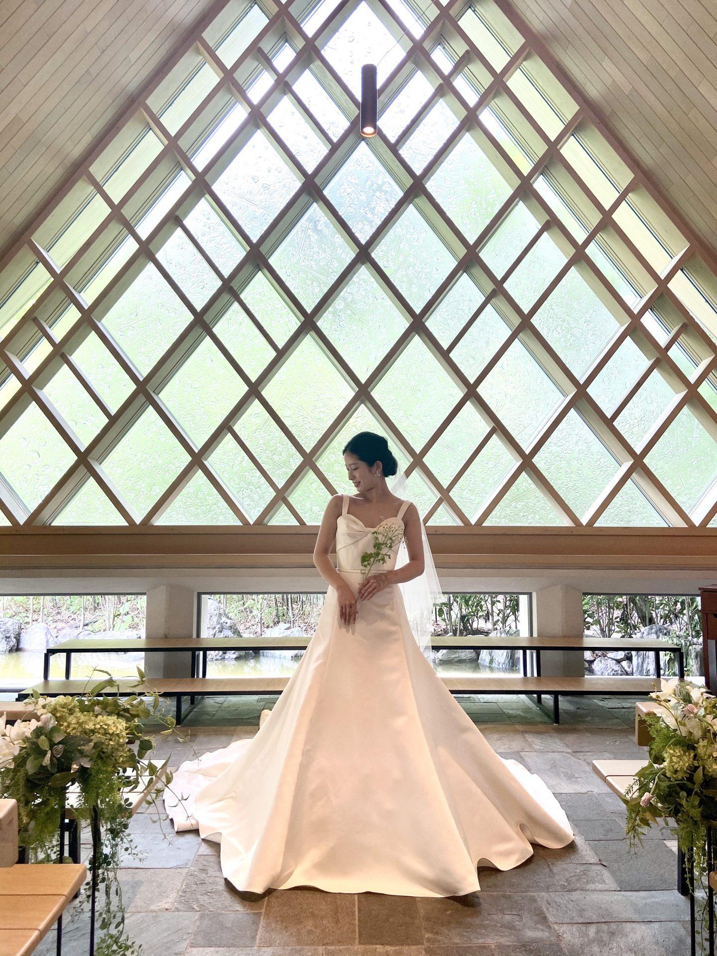 ザ・ガーデン・オリエンタル・オオサカのミュージックホールウエストに映えるエリー・サーブブライドのウェディングドレス